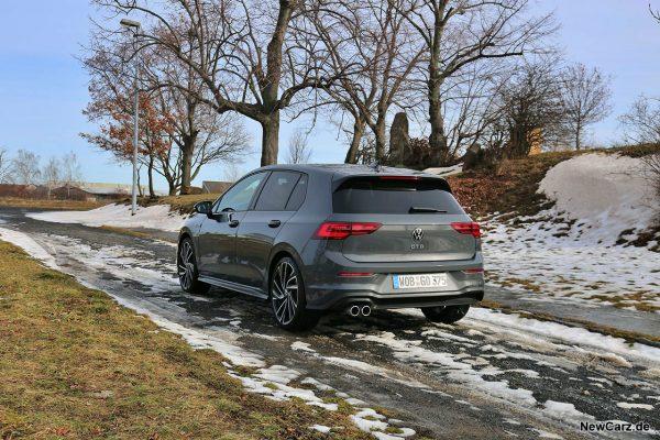 VW Golf 8 GTD auf Schnee