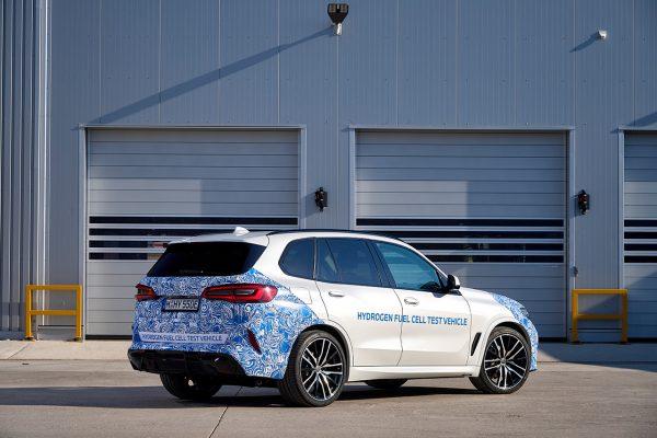 BMW i Hydrogen NEXT schräg hinten