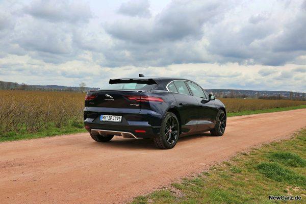 Jaguar I-Pace EV400 schräg hinten rechts