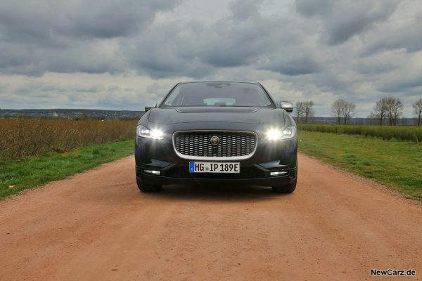 Jaguar I-Pace EV400 Front