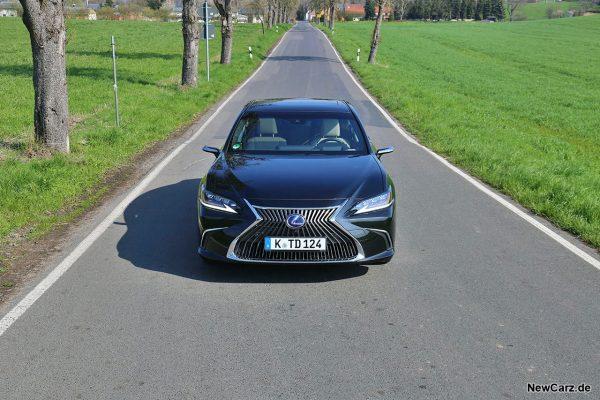Lexus ES 300h von vorn
