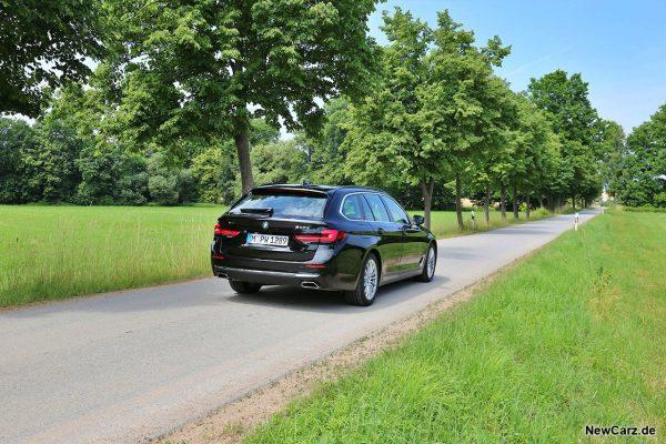 BMW 540d Touring schräg hinten rechts