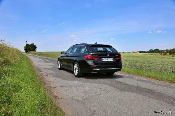 BMW 540d Touring schräg hinten links