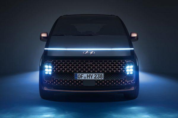 Hyundai STARIA Front