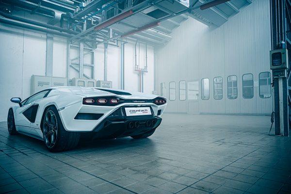 Lamborghini Countach LPI 800-4 Garage