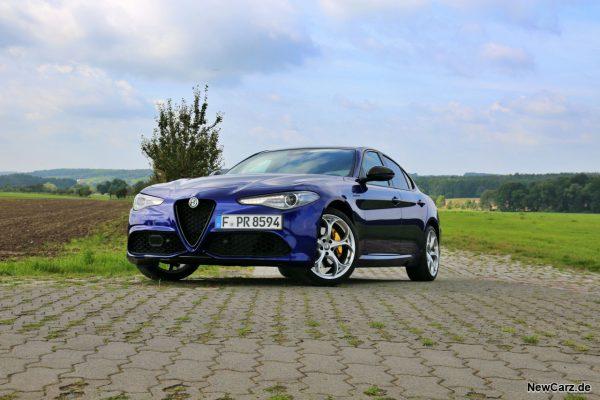 Alfa Romeo Giulia schräg vorne links