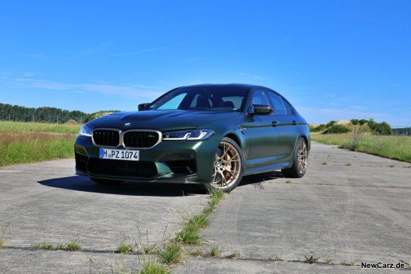 BMW M5 CS auf Beton