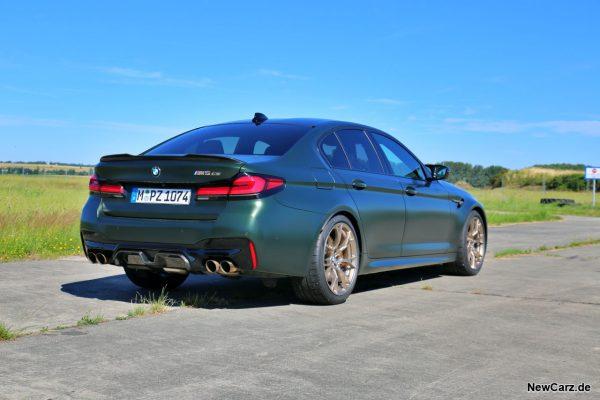 BMW M5 CS schräg hinten rechts