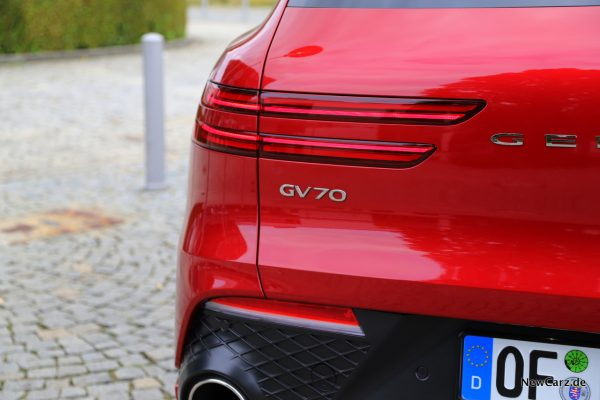 Genesis GV70 Badge