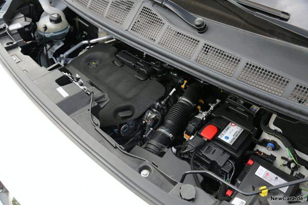 Motorraum Zafira