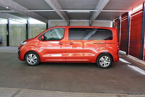 Peugeot Traveller Seitenansicht Garage