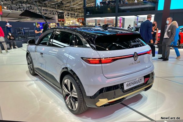 Renault Megane E-Tech schräg hinten links IAA