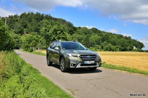 Subaru Outback schräg vorne rechts